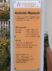 Schautafen vor dem Kolonie-Museum in Leverkusen