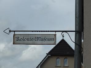 Aushängeschild mit der Aufschift Kolonie-Museum